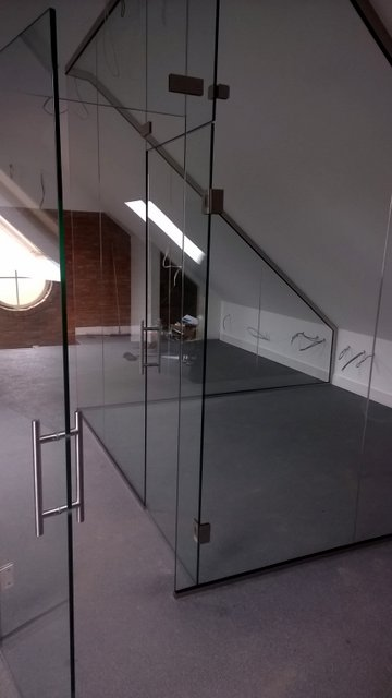 Joint glass wall and door