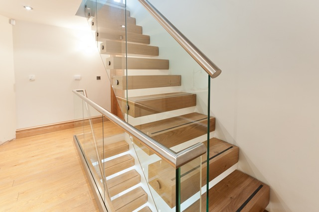All glass stair and landing banister (1)